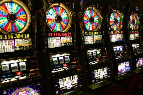 Выигрывай вместе с казино онлайн Фараон!