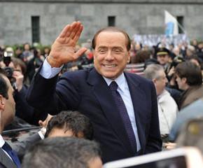 Знакомства и романтические отношения Берлускони обернулись судом