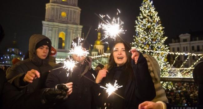 Блогер: встреча Нового года в лондонском отеле или объедение черной икрой – не могут заменить родных и близких людей