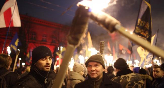 Блогер рассказал, кто сегодня прошел с факелами, используя имя Степана Бандеры для прикрытия