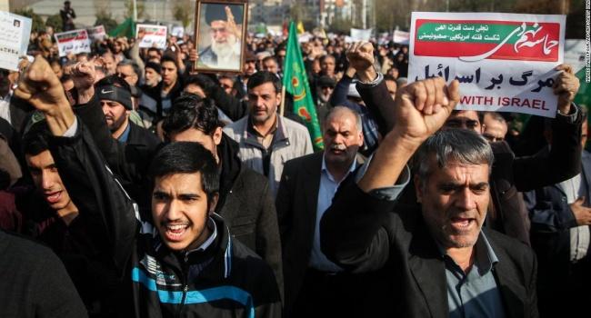 Эксперт рассказал, что заставило иранцев пойти ва-банк, устроив революцию