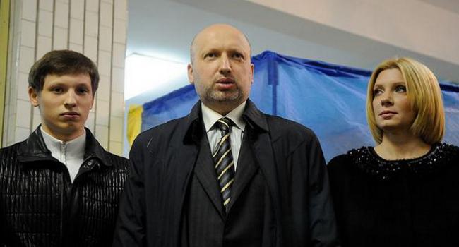 «Прорыв» в науке: сын Турчинова и заместитель Насирова защитили диссертации