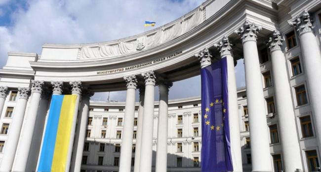Українських дипломатів зобов'яжуть проходити жорстке випробування