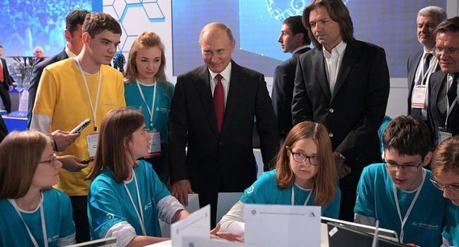 В РФ о жалобе Путина на нехватку квалифицированных специалистов: «Констатация собственной бездарности»