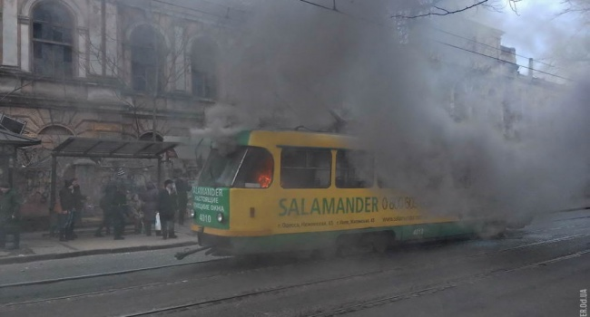 В Одессе на ходу загорелся трамвай с пассажирами, — последствия