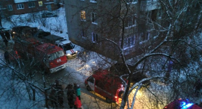 В российском Омске взорвался многоквартирный дом, — люди прыгали с балконов