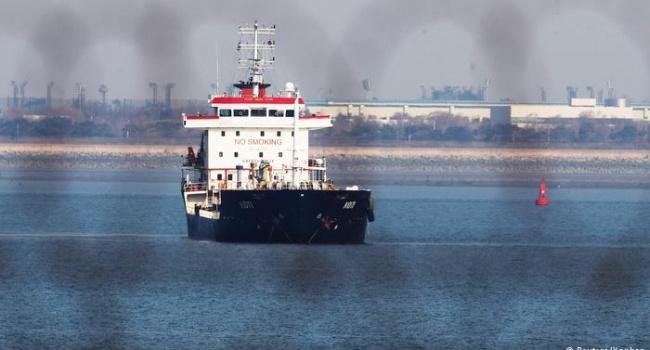 Российские танкеры в обход санкций снабжают топливом КНДР