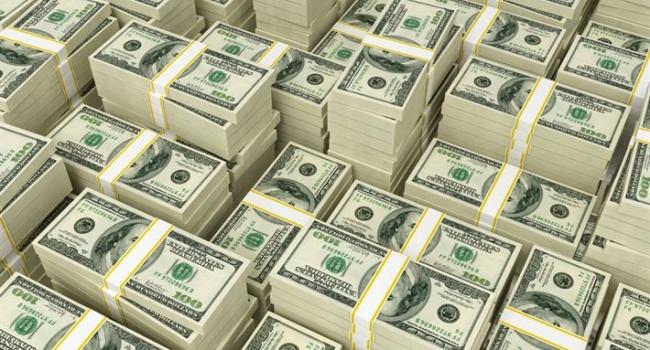 «В ожидании роста»: украинцы скупают по самолету валюты в день