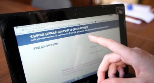 Президент требует отменить е-декларирование для общественных активистов, в БПП – поддержали