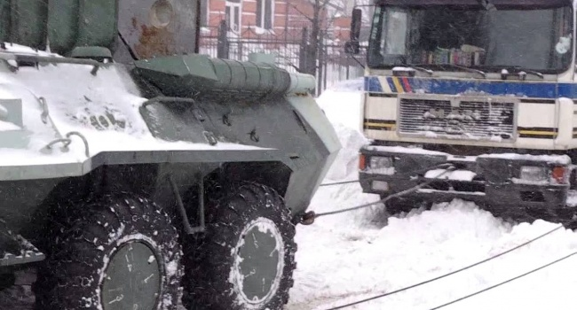 Стихия в Украине: около сотни автомобилей застряли на дороге Одесса – Киев