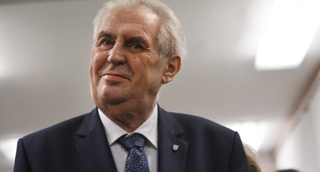 Земан отправил в отставку все правительство Чехии