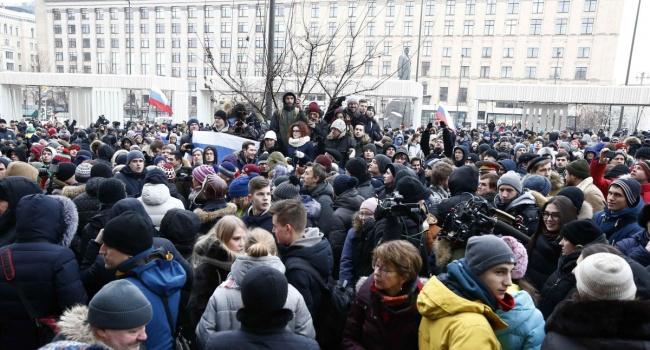 Блогер: в центре Москвы проходит акция протеста против Путина или в поддержку войны с Западом?