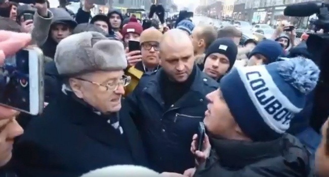 «При чем здесь Украина? Мне работать негде»: Жириновского резко поставили на место на митинге