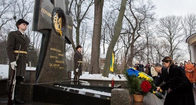 Романенко: история боя под Крутами учит нас одному уроку