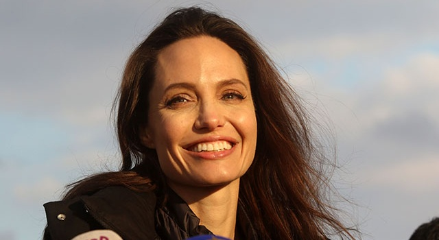 Чудесное преображение: похорошевшая Джоли вместе с детьми побывала в Лувре