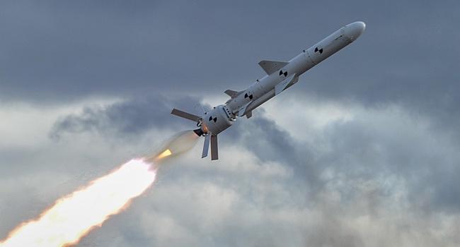 Россияне еще месяц назад знали про успешные испытания крылатой ракеты, именно поэтому затянули в Крым установку С-400, – блогер