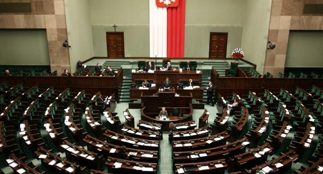 В Польше ввели уголовную ответственность за отрицание преступлений украинских националистов против поляков