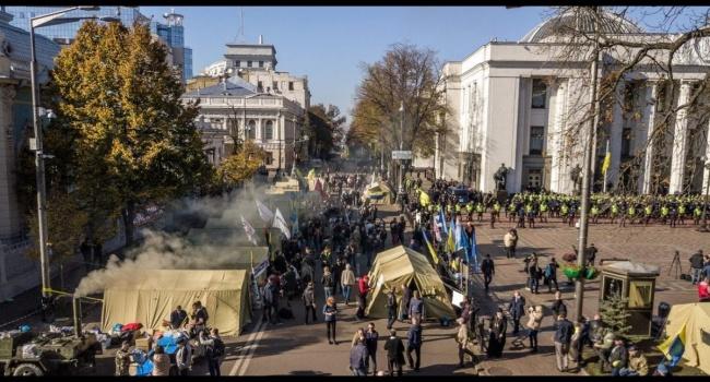 Активисты Киева потребовали убрать из улицы Грушевского палатки Саакашвили