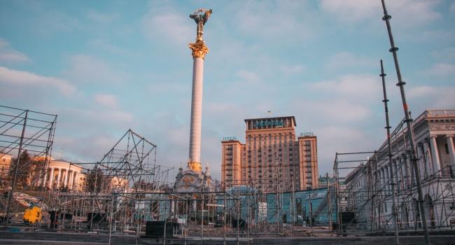 «Михомайдана» не будет: конструкции, установлены к 100-летию УНР, могут простоять на Майдане до выборов
