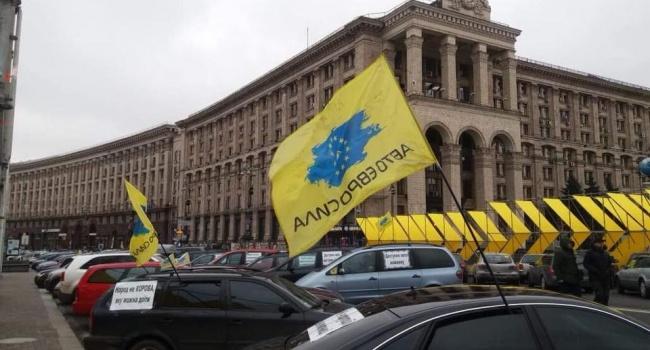 Блогер: те, кто больше всего кричал: «Надо идти на Кремль!», сегодня плачутся, что им не дают контрабасить