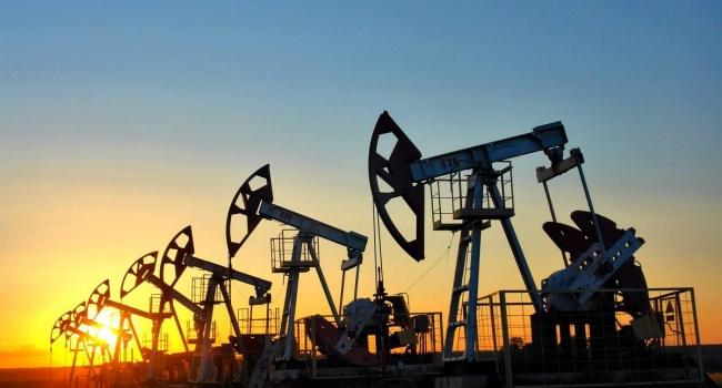 В мире стремительно падает цена на нефть
