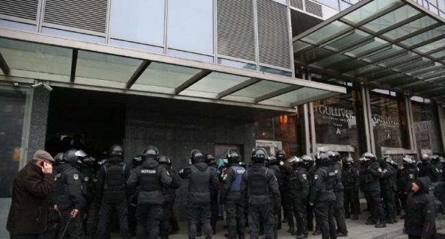 В Киеве силовики заблокировали редакцию газеты «Вести» в ТЦ «Гулливер»: есть пострадавшие