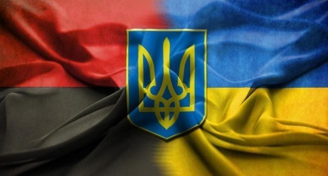 В Ивано-Франковской области гражданина Польши заставили поднять флаг УПА