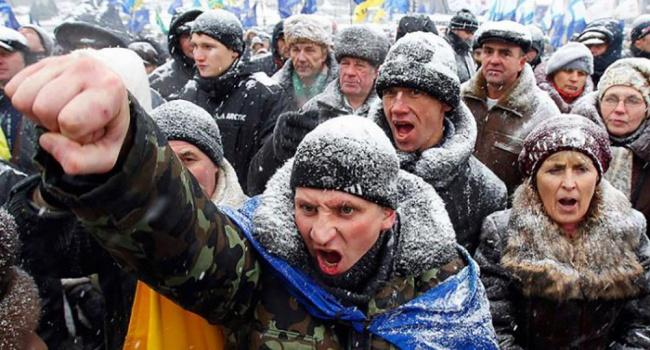 Политолог рассказал, чем чревата для Порошенко готовность Западной Украины к протестным настроениям