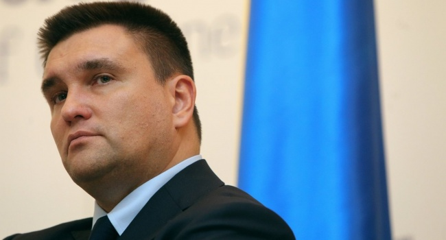Климкин готов признать вину украинцев и преклонить колено перед поляками за Волынскую резню