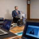 Блогер: когда Порошенко не может лично приехать в суд страны, президентом которой он является, значит, что что-то пошло не так