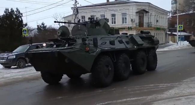 К границам Украины приблизилась российская военная техника