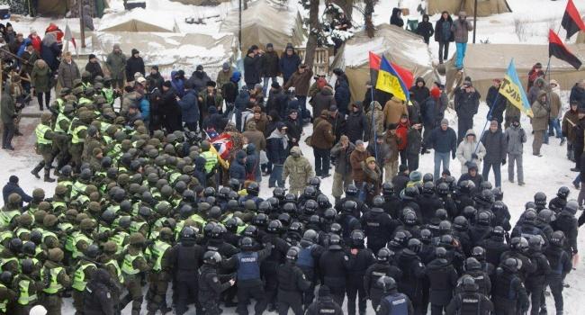 Политтехнолог: если Луценко уступит, возникнет прецедент – хочешь свободы – пикетируй дом прокурора