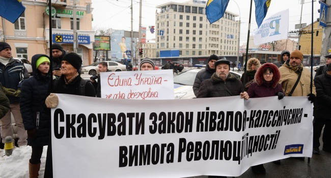 Журналист: закон Кивалова-Колесниченко отменили, но до сих пор – ни заявлений облсоветов, ни криков депутатов «регионалов»