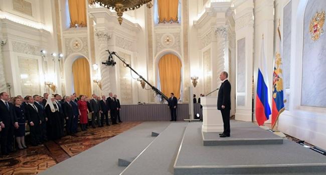 Блогер: россияне аплодируют стоя, когда Путин презентует не новейшую разработку в медицине, а ракету – этим все сказано