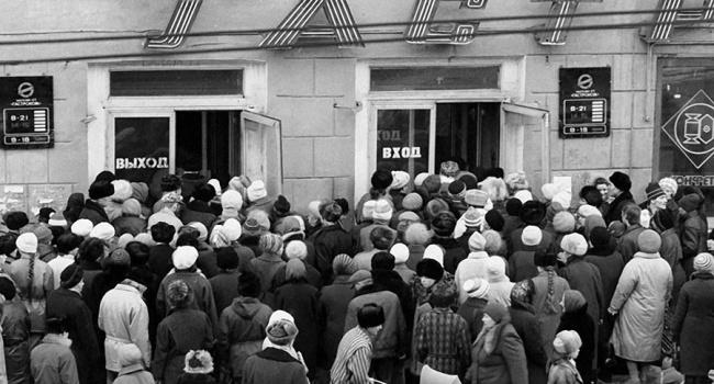 Посол США: «Путин забыл о часовых очередях за бананом, жесткойтуалетной бумагой и тощими курами в  СССР»