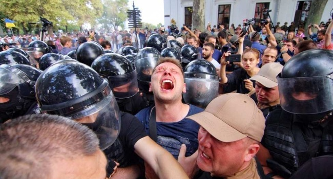 Блогер: ребята, которые соглашаются делать «революции» с Семенченко, Соболевым подписывают себе смертный приговор