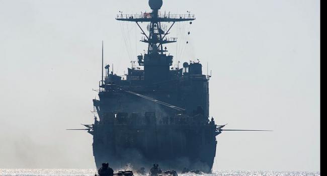 Большой десантный корабль ВМС США с сотнями морпехов вошел в Черное море