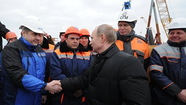 Посетив Керченский мост, Путин назвал дату открытия автомобильного движения