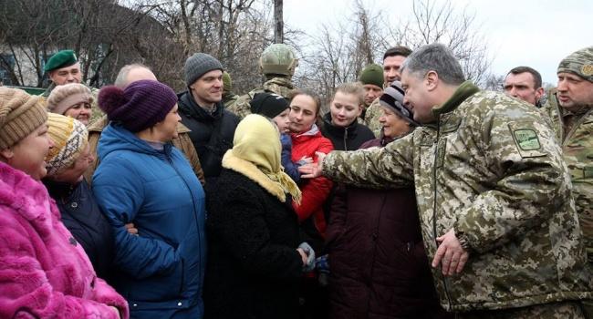 Во время поездки Порошенко в зону АТО его охранникам опять пришлось понервничать