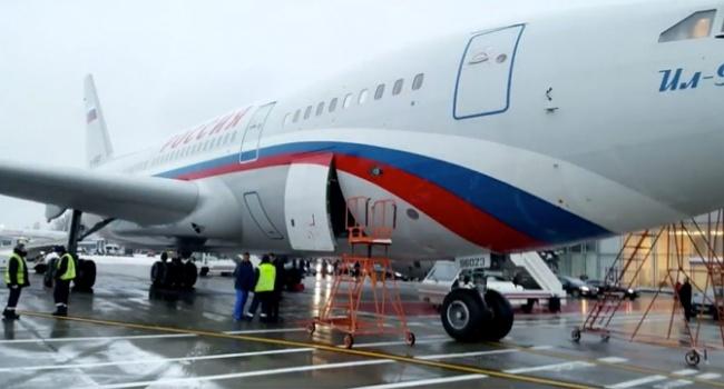 Высланные из Великобритании дипломаты РФ возвращаются домой на «кокаиновом» самолете