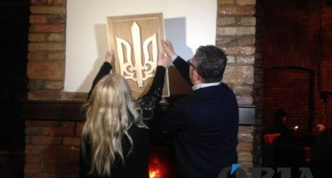 Мать поляка-вандала, выдворенного из Украины, восстановила за свои деньги уничтоженный герб
