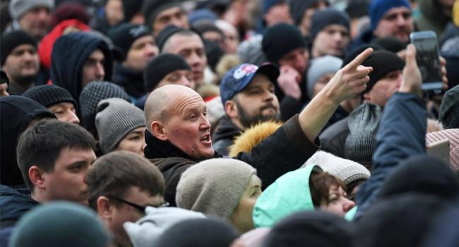 Пусть себе россияне живут как хотят, пусть деньги меняют на совесть, не нужна нам поддаваться на провокации, – блогер