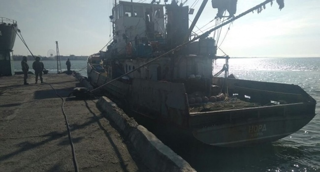 Украина арестовала задержанное в Азовском море судно из России вместе с экипажем