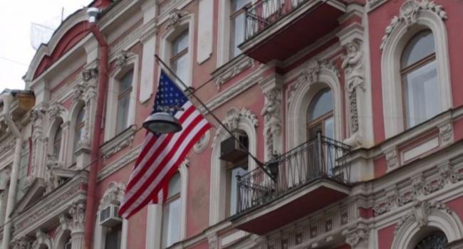 Дипломаты США сняли государственный флаг с генконсульства в Санкт-Петербурге