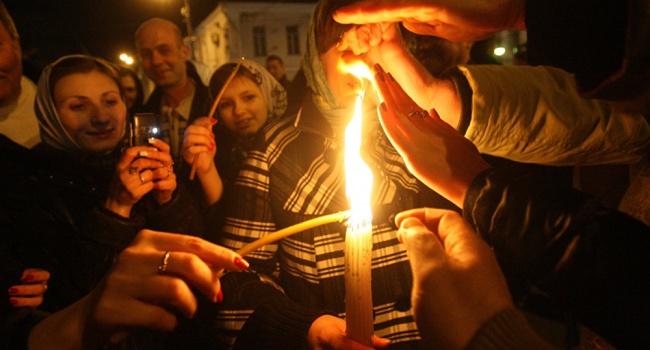 Схождение Благодатного Огня именно в день Воскресения по восточному календарю – главный аргумент, когда нужно праздновать Пасху