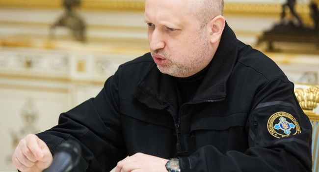 В коалиции идут торги: вместо Гройсмана Турчинов или Луценко?