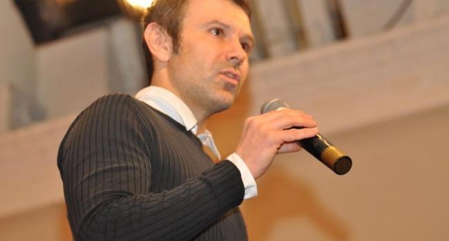Политолог: Вакарчук сохраняет интриги, но, при этом, уже давно ведет переговоры