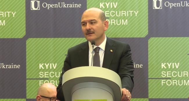 Политолог: министр МВД Турции на форуме в Киеве преподал классный мастер-класс для наших политиков