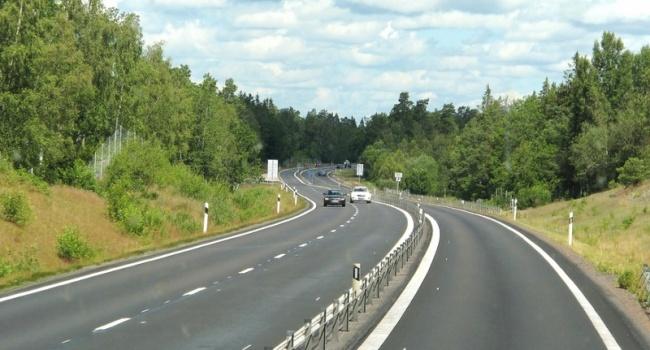 В Швеции появилась дорога с автоматической подзарядкой для электромобилей