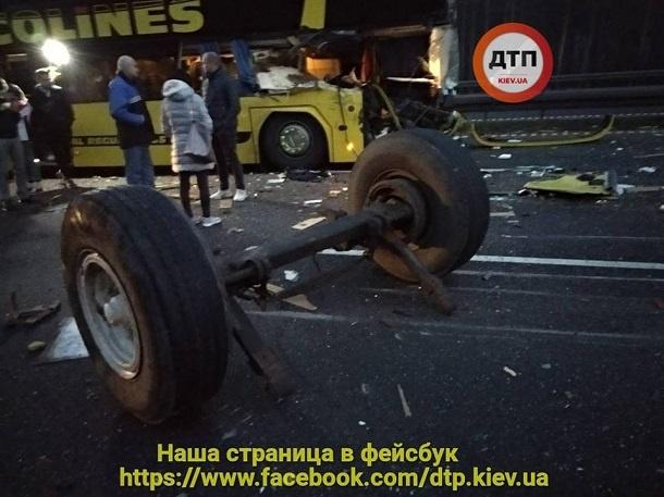 В Чехии автобус с украинцами попал в страшное ДТП: опубликованы первые фото
